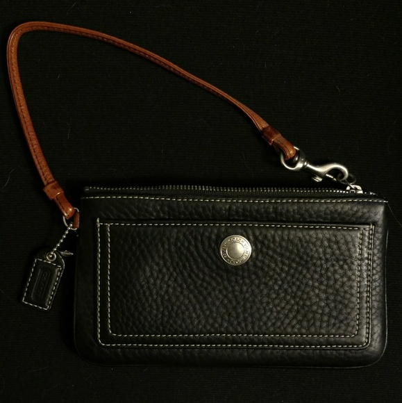Coach Handbags - Coach black leather wristlet chelsea